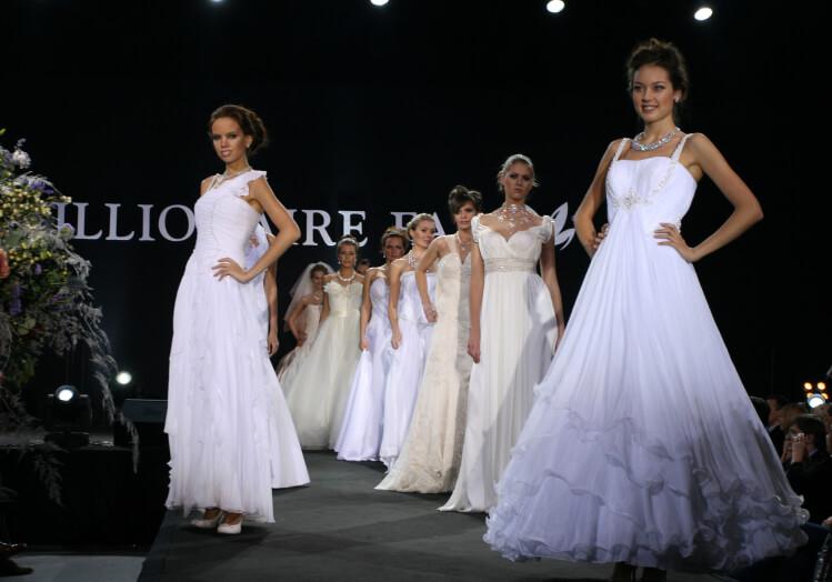 подиум свадебное платье модель